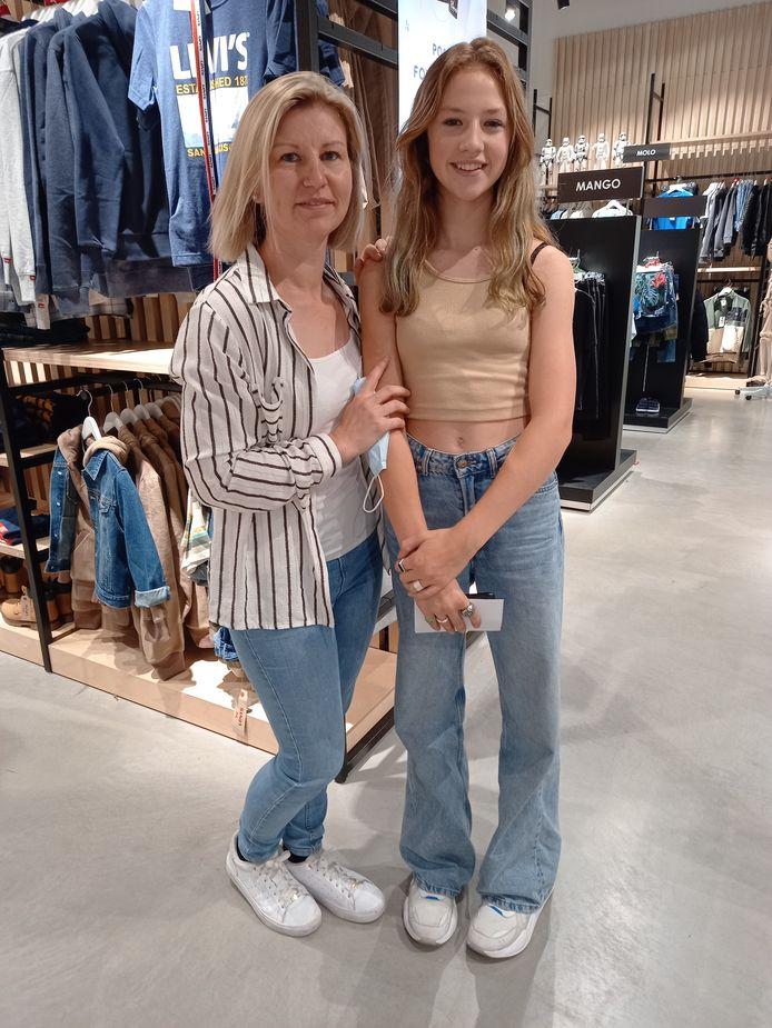 Moeder Ellen en dochter Yelina (13).