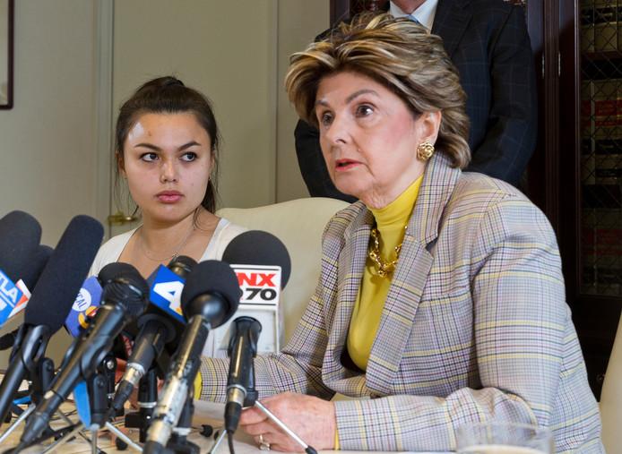 Daniella Mohazab, l'une des accusatrices, et son avocate Gloria Allred