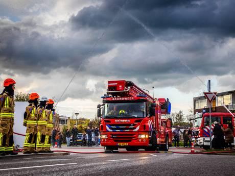 Brandweer met luide sirenes op weg naar nieuwe kazerne in Papendrecht