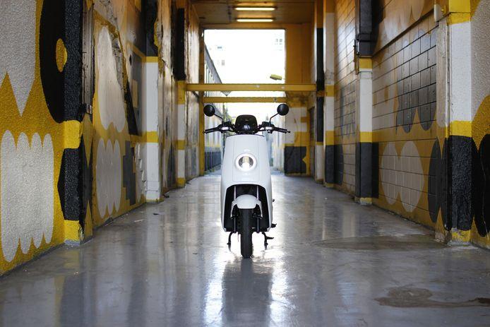 De Rotterdamse start-up Juuve heeft al honderd deelauto's in de stad rondrijden, daar komen in maart 2020 honderden elektrische scooters bij.