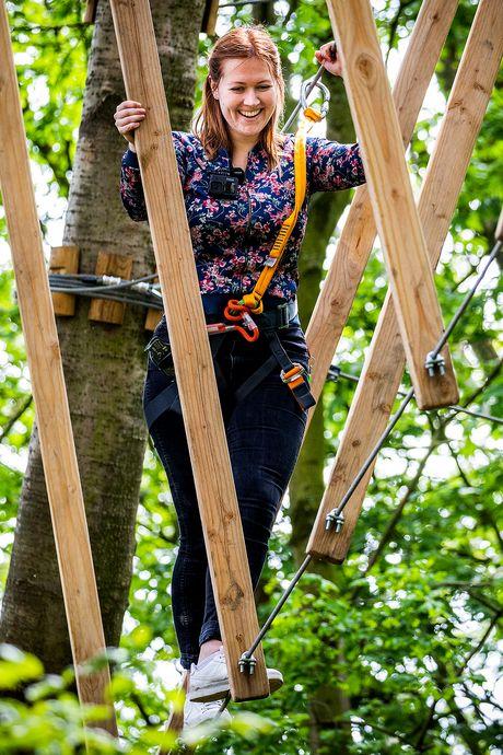 Als Tarzan of Jane door de bomen van de Biesbosch: 'Moet ik écht springen naar die balk?'