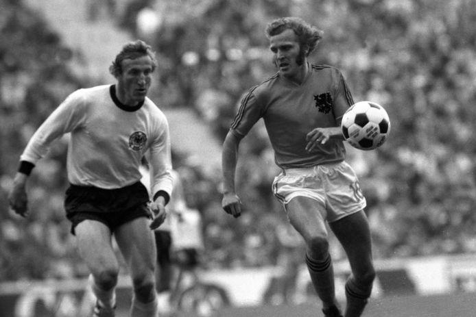 René van de Kerkhof duelleert met Hans-Georg Schwarzenbeck op 7 juli 1974. In totaal keken ongeveer 600 miljoen tv-kijkers over de hele wereld mee.
