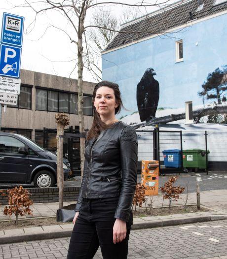 Verwarring door wirwar aan parkeerborden bij station Nijmegen: niet snel genoeg weg bij Kiss & Ride? Boete!