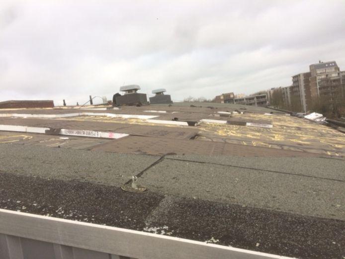 Stormschade op gebouw van ROC Ter AA aan het Nieuwveld in Helmond