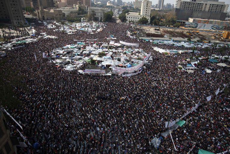 Het Tahrirplein in 2011 tijdens de Arabische Lente. De protesten leidden uiteindelijk tot het vetrek van de Egyptische president Hosni Mubarak. Beeld AP