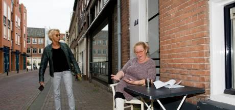 Tielse Trieni hoeft boete van 240 euro voor kopje koffie op de stoep niet te betalen
