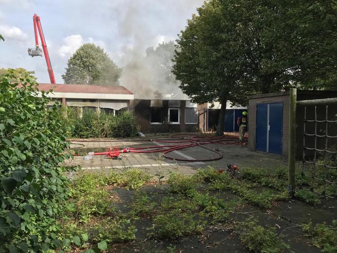 De brand zou mogelijk aan deze kant van het gebouw ontstaan zijn.