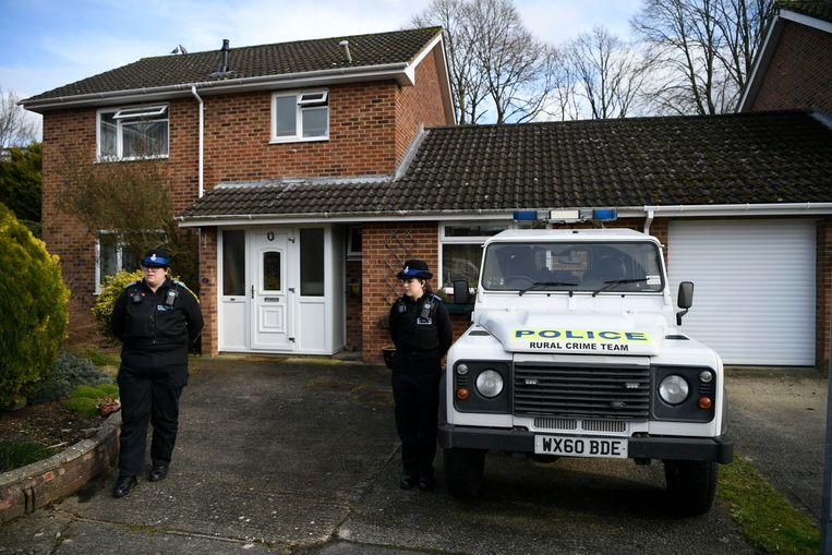 Het huis van de Russische oud-spion Sergej Skripal in de Zuid-Engelse plaats Salisbury. Op Skripal en zijn dochter Julia werd begin maart een aanslag gepleegd met het Russische zenuwgas novitsjok. Naar nu blijkt lag er een hoge concentratie van het gifgas bij de voordeur. Beeld EPA