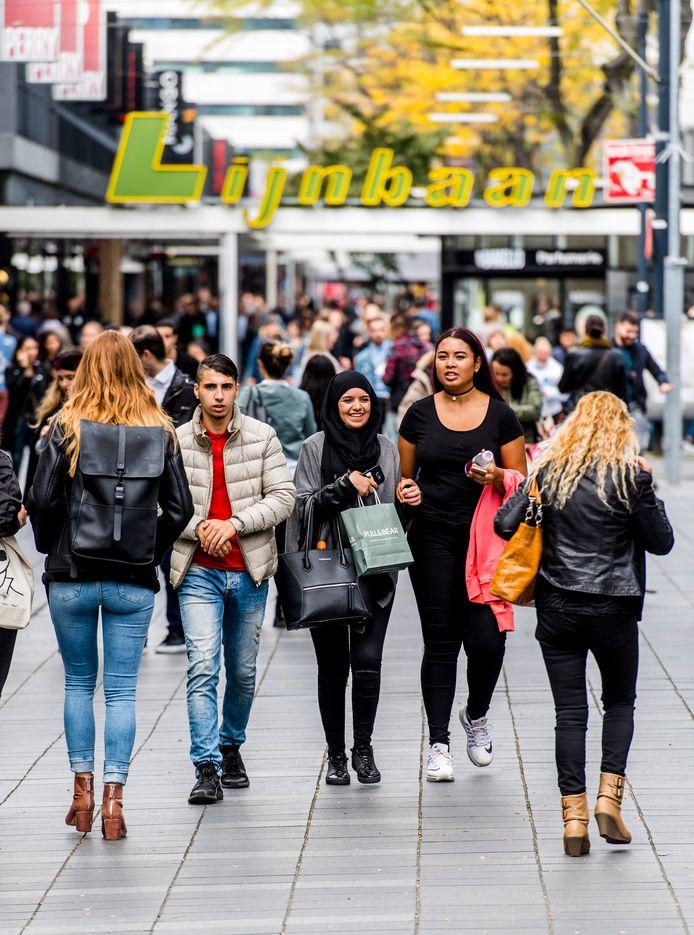 In een drukke maand trekt de Rotterdamse binnenstad ruim 2,5 miljoen bezoekers.