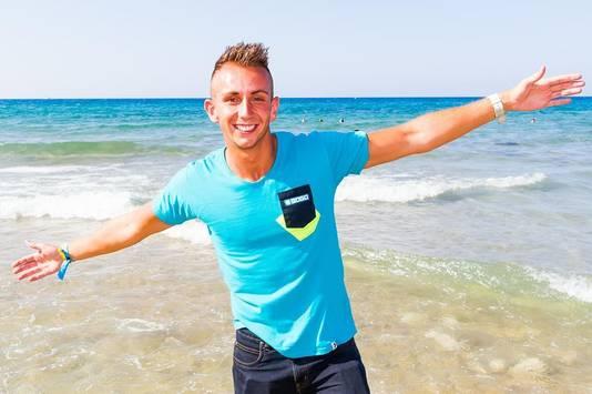 Jasper Klink op een van de stranden waar hij zo graag vertoefde.