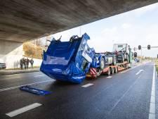 Duitse Scania-vervoerder ontgaat bord bij Ommer viaduct