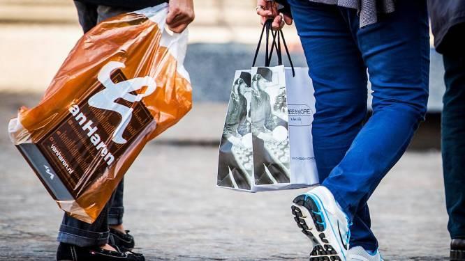 Geld rolt à volonté in het Rijk der Vrijheid: 1 op de 3 gaat weer meer offline shoppen