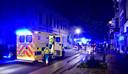 Een ziekenwagen kwam ter plaatse om het CO-gehalte te meten in het bloed van de eigenaar die het brandend pand weer was binnengelopen om zijn poes te redden.