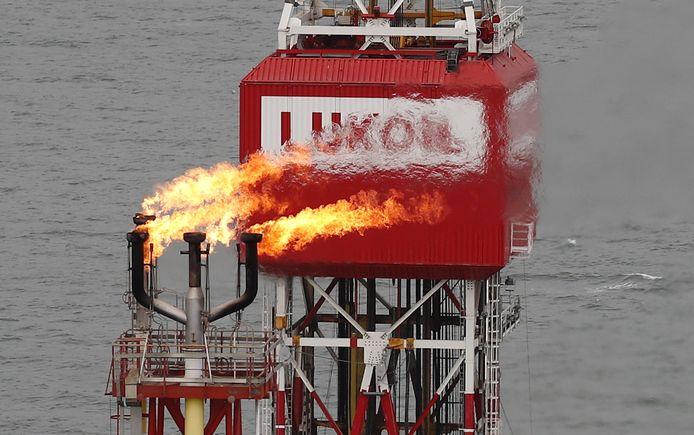 Een olieplatform van Lukoil in de Kaspische Zee.