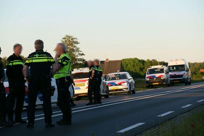 Veel politie op de N35 tussen Wierden en Nijverdal nadat een achtervolging leidde tot een ongeluk op de weg.