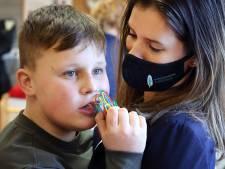 Jan (9) heeft autisme maar is ook pionier. Hij kan gewoon meedoen in de klas
