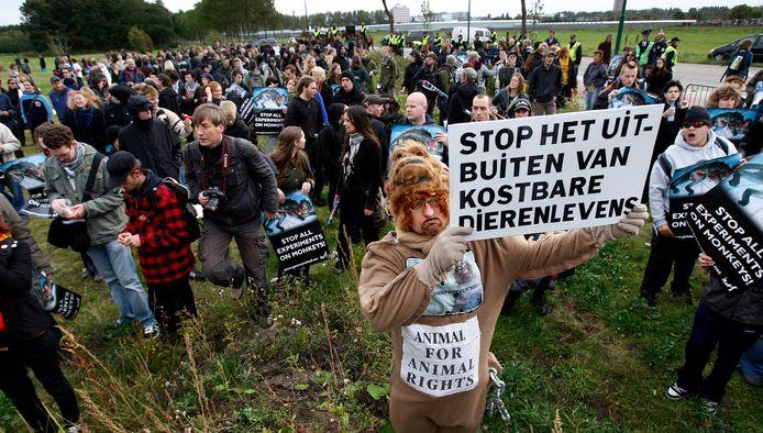 Dierenactivisten voerden  actie voor het Biomedical Primate Research Centre in Rijswijk. In het centrum worden experimenten uitgevoerd op apen. De organiserende Anti Dierproeven Coalitie wil dat het centrum aan de Lange Kleiweg wordt gesloten.