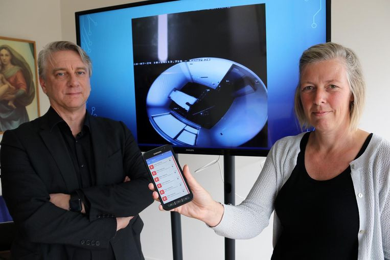 Patrick Corstiaans van Tivedo en Peggy Molenberghs: op de gsm krijgen ze alarm en beeld van de kamer.