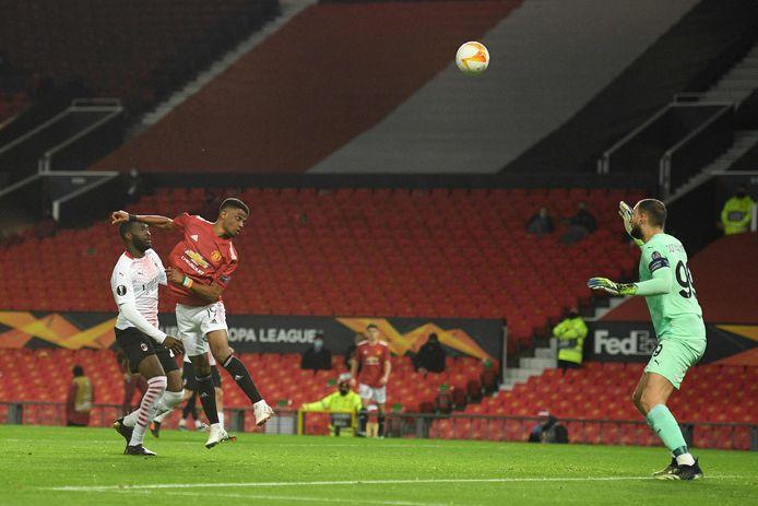 Amad Diallo scoort tegen AC Milan met een knappe achterwaartse kopbal.