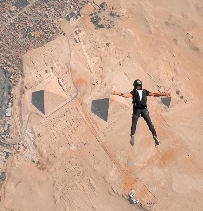 Nicola est l'une des rares personnes - et le premier Belge - à avoir pu sauter au-dessus des pyramides d'Égypte.