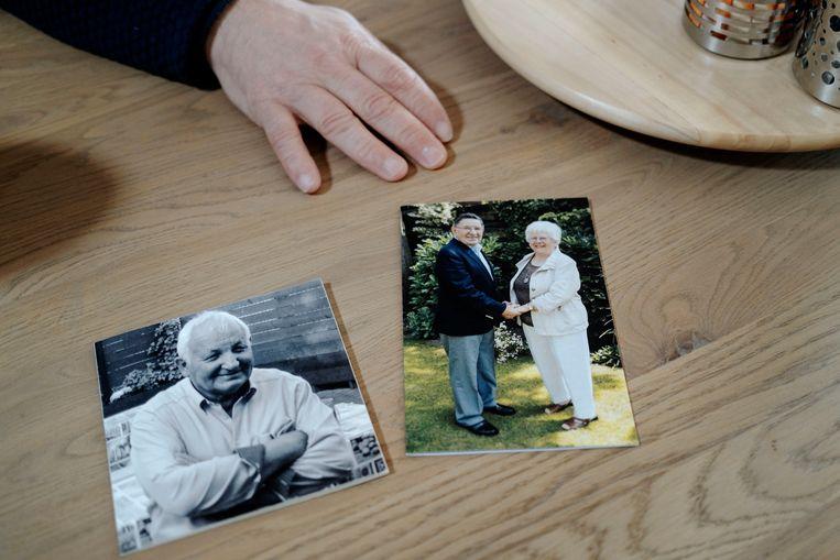 Bidprentjes van Ad de Groot en van Harrie Opheij met zijn vrouw. Beeld Merlin Daleman