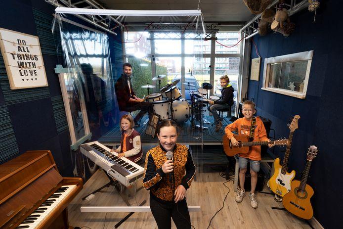 Eindelijk weer les in muziekschool Music Dock.