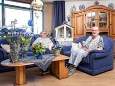 In het huis van oma Losper (78) is alles blauw, behalve zijzelf en de kanarie