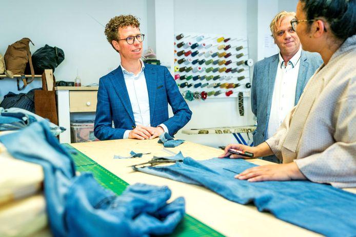 Wethouder Balster brengt een werkbezoek aan Made in Moerwijk.
