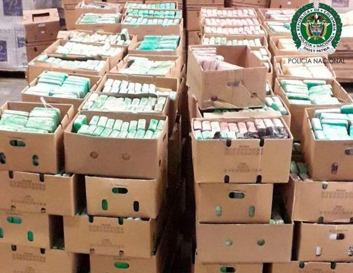De Colombiaanse politie pakte uit met foto's van de 3.500 kilo coke die in Antwerpen in beslag werden genomen.