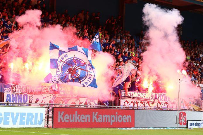 Sfeer in de Vijverberg tijdens de wedstrijd De Graafschap-Roda JC.