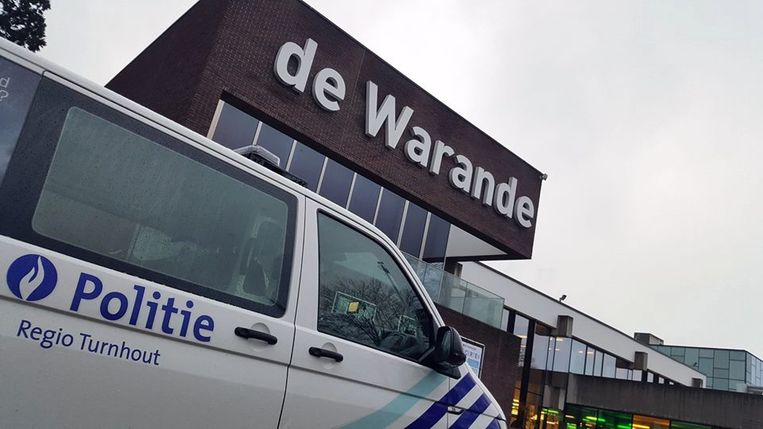 De politie controleerde dertig jongeren aan De Warande.