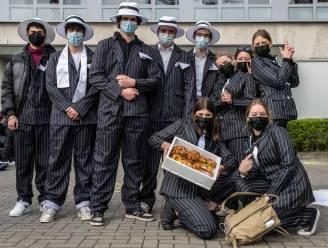 Laatstejaars vieren honderd dagen in klasbubbel in ware maffiastijl