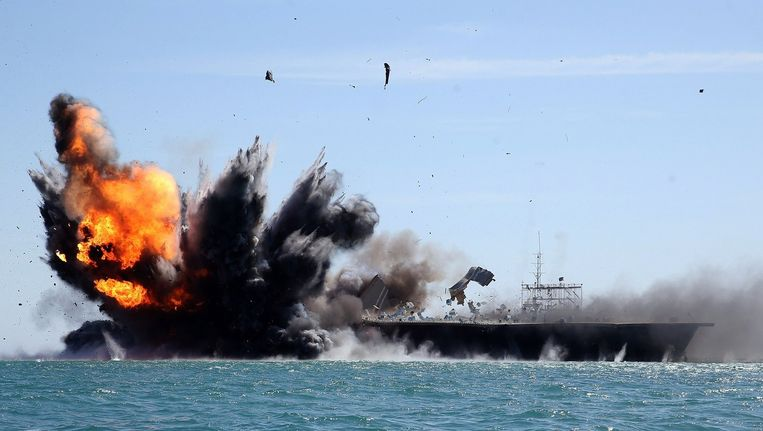 Het Iraanse leger oefent op zee, dichtbij door IS veroverd gebied Beeld AFP