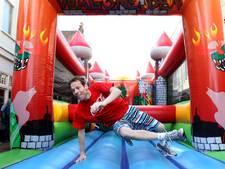 65 meter lange hindernisbaan WipeOut tijdens Bommelweek