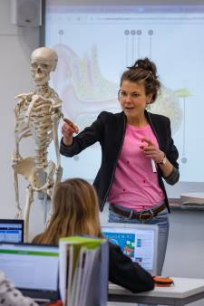 Doordeweeks is Annemiek docent biologie, in het weekend kunstfladderaar