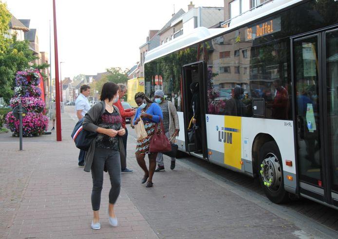 Groen-Vooruit Lint voert actie voor behoud bussen 52 en 53.