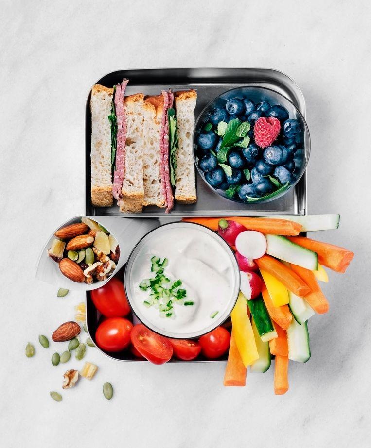 Uit onderzoek van de Universiteit Maastricht blijkt dat gezonde lunches en voldoende lichaamsbeweging een belangrijke rol spelen bij het voorkomen van overgewicht bij kinderen. Beeld Getty Images