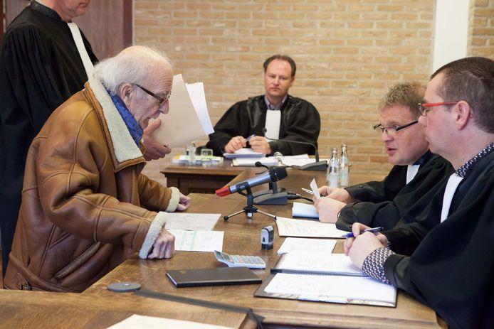 Gaston Bruynooghe verdedigde zich in 2015 vol passie in de politierechtbank en nam tal van aantekeningen en berekeningen mee.