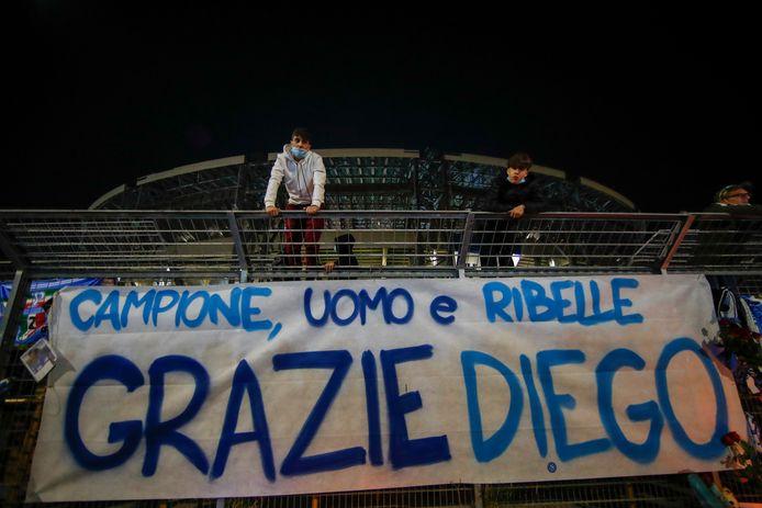 'Kampioen, man, rebel, dankjewel Diego', staat er op een spandoek buiten San Paolo.