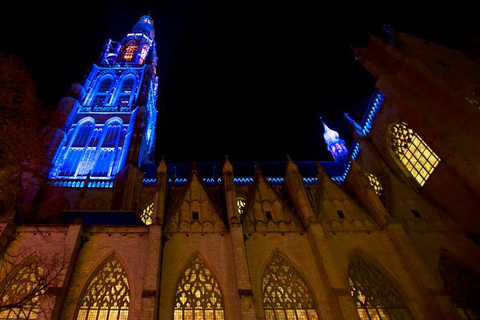 De Grote Kerk werd vorig jaar al opnieuw aangelicht, dit jaar zijn de bruggen en het Stedelijk Museum aan de beurt.