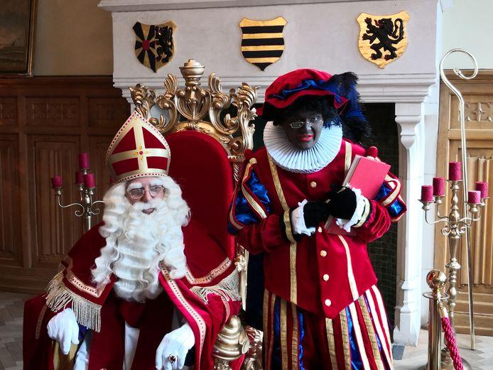 De Sint en Zwarte Piet zitten nog tot zondagavond in het stadhuis.