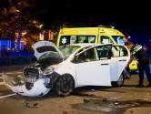Auto zwaar gehavend na botsing op Koningsweg in Den Bosch, bestuurder aangehouden