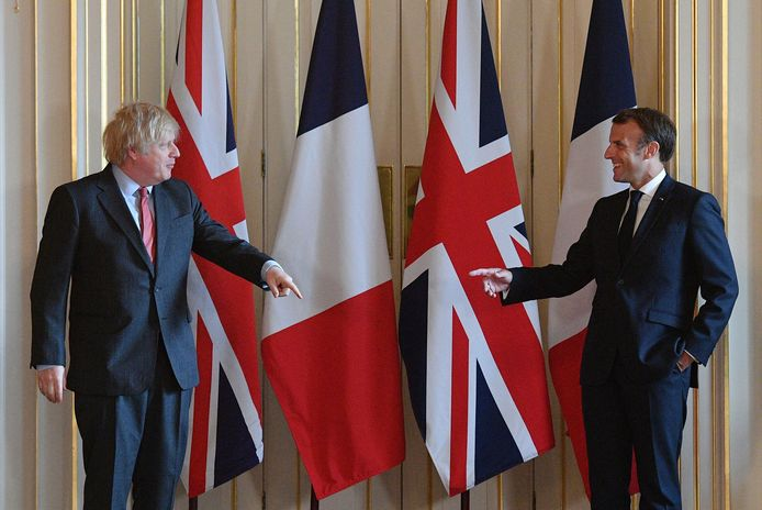 Boris Johnson en Emmanuel Macron op een archiefbeeld.