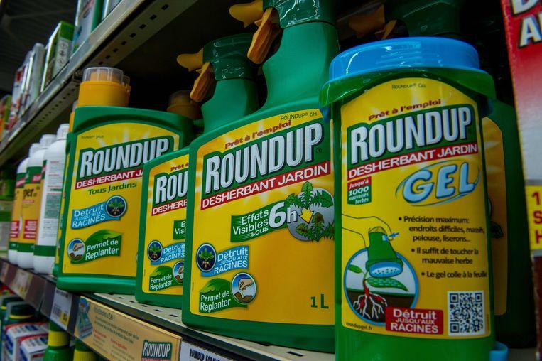 ►Roundup mag nog vijf jaar verkocht worden in Europa. Beeld AFP