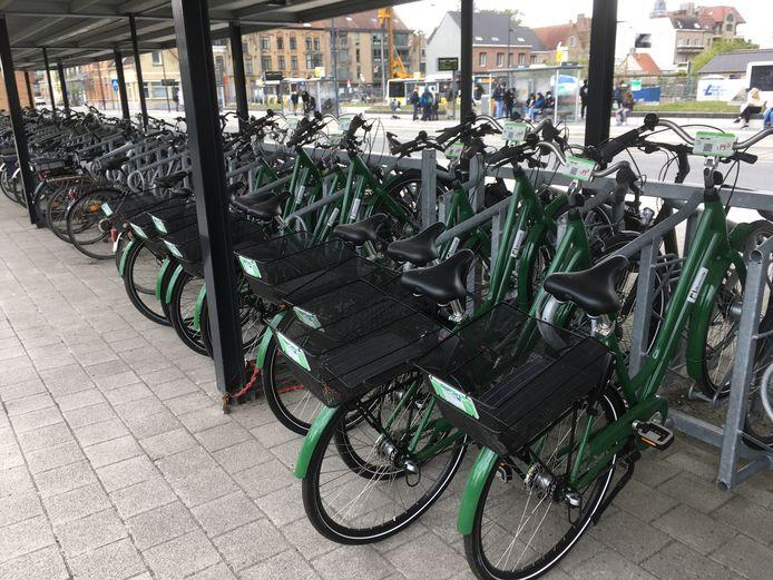 Je vindt de deelfietsen bij het station in Diksmuide.