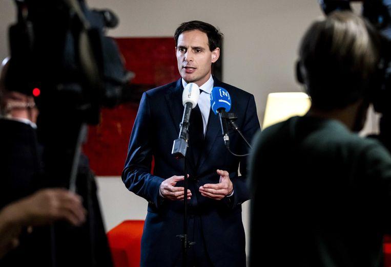 Minister Wopke Hoekstra geeft een toelichting aan de pers over de brief die hij aan de Tweede Kamer heeft gestuurd naar aanleiding van de situatie met KLM. Beeld ANP/ Remko de Waal