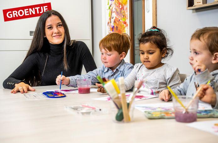 Quinty Verzijl uit Waddinxveen is gek op kinderen, hier tijdens haar stage bij een kinderdagverblijf. Maar of ze dit werk wil blijven doen, weet ze nog niet.