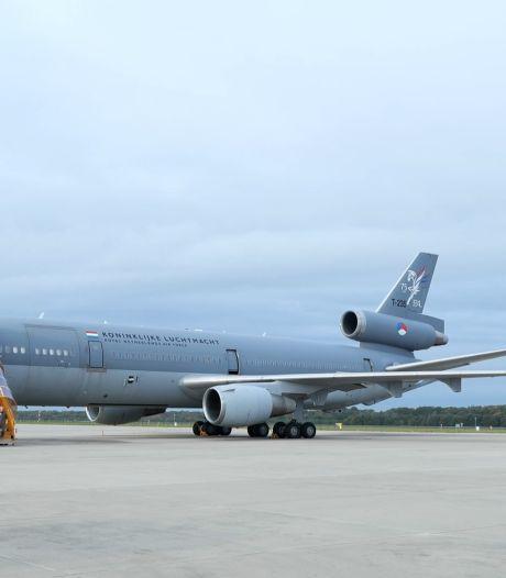 Na jarenlange dienst als tankervliegtuig neemt KDC-10 afscheid: 'Met pijn in het hart'