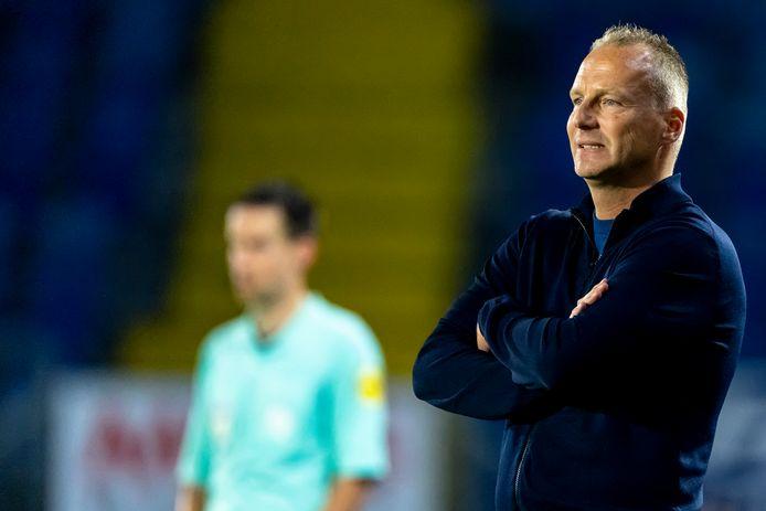Edwin de Graaf kan weinig beginnen tegen de individuele fouten van zijn spelers.