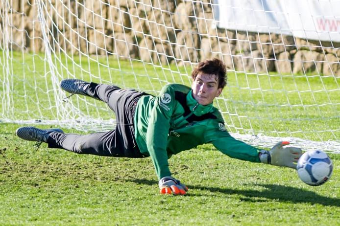 Maarten Paes in actie tijdens het trainingskamp van NEC in Spanje.